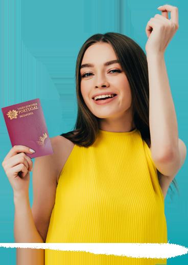 בחורה מחזיקה בידה דרכון פורטוגלי